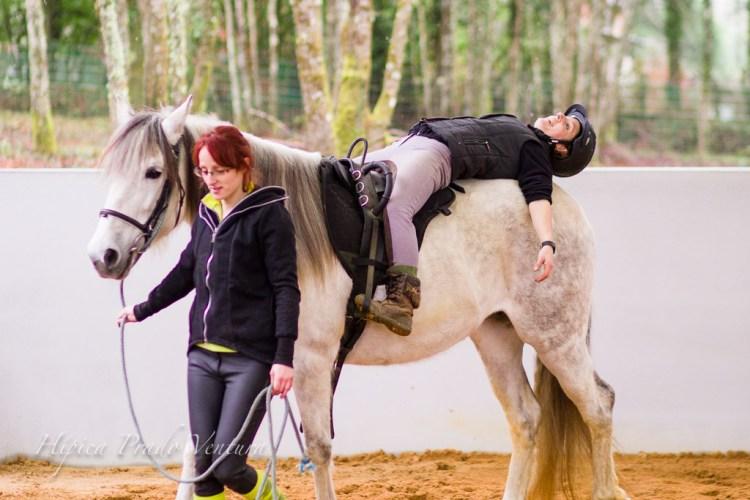 terapia asistida con caballos sesion mujer a caballo