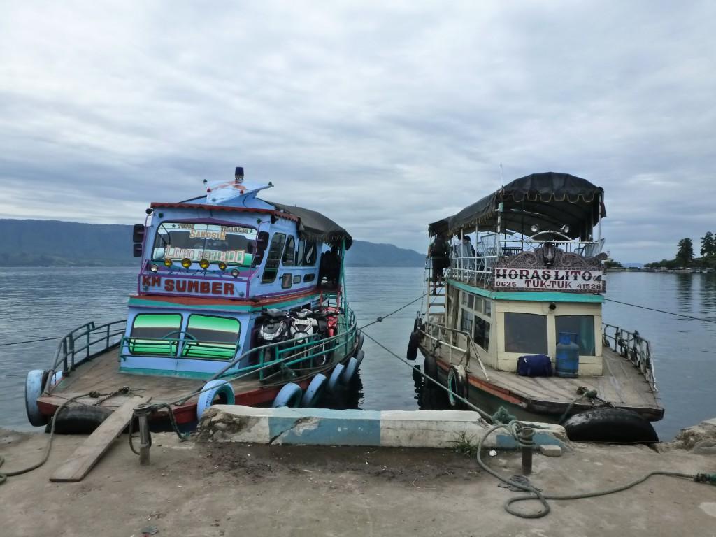 Boot-Lake-Toba-Sumatra