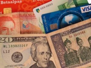 geldzaken pinnen en betalen in het buitenland