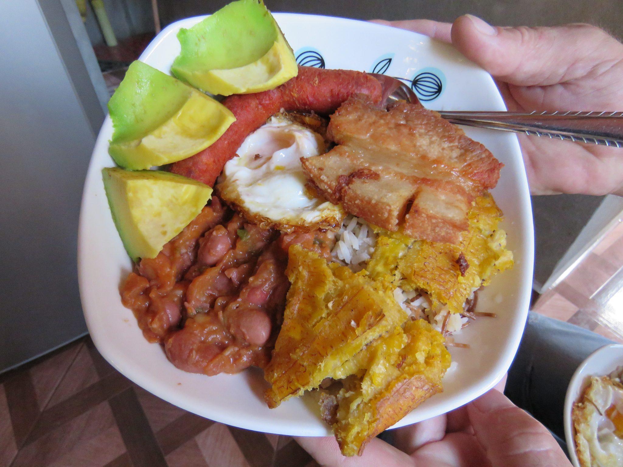 Bandeja Paisa eten in Medellin Colombia