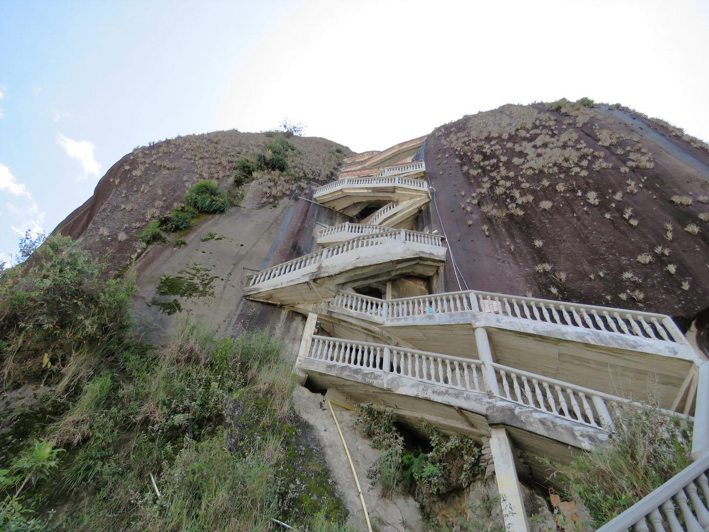 De trappen van la Piedra de Guatape Colombia