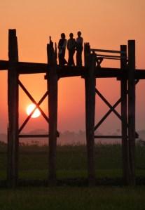 Zonsondergang bij U Bein Bridge Myanmar