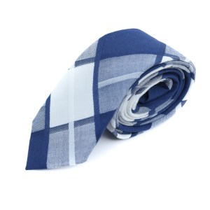 Blauwe stropdas met ruit als patroon.