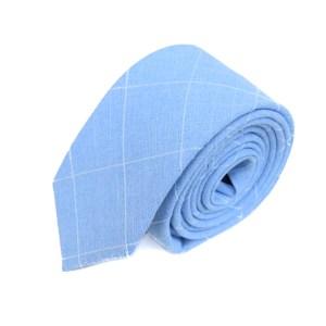 Lichtblauwe stropdas met wit raster opdruk.
