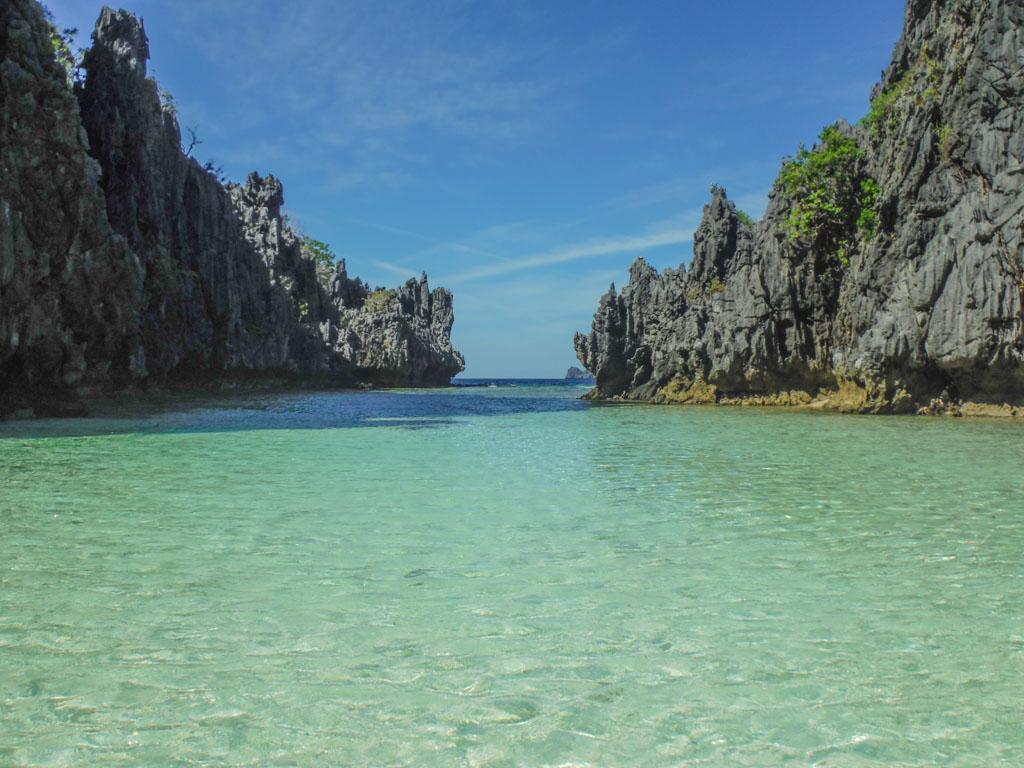 Hidden Beach, part of the El Nido boat tour, a good enough reason to visit palawan
