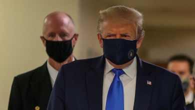 Donald Trump wears Face Mask