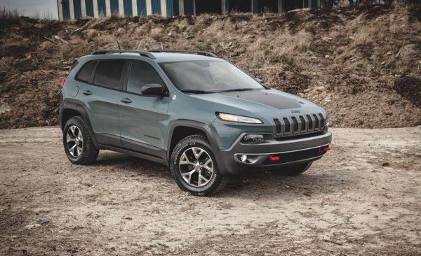2014 Jeep Cherokee Trailhawk V-6 Test | Review | Car and ...