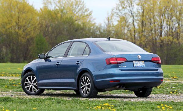 2018 Volkswagen Jetta   Cargo Space and Storage Review ...