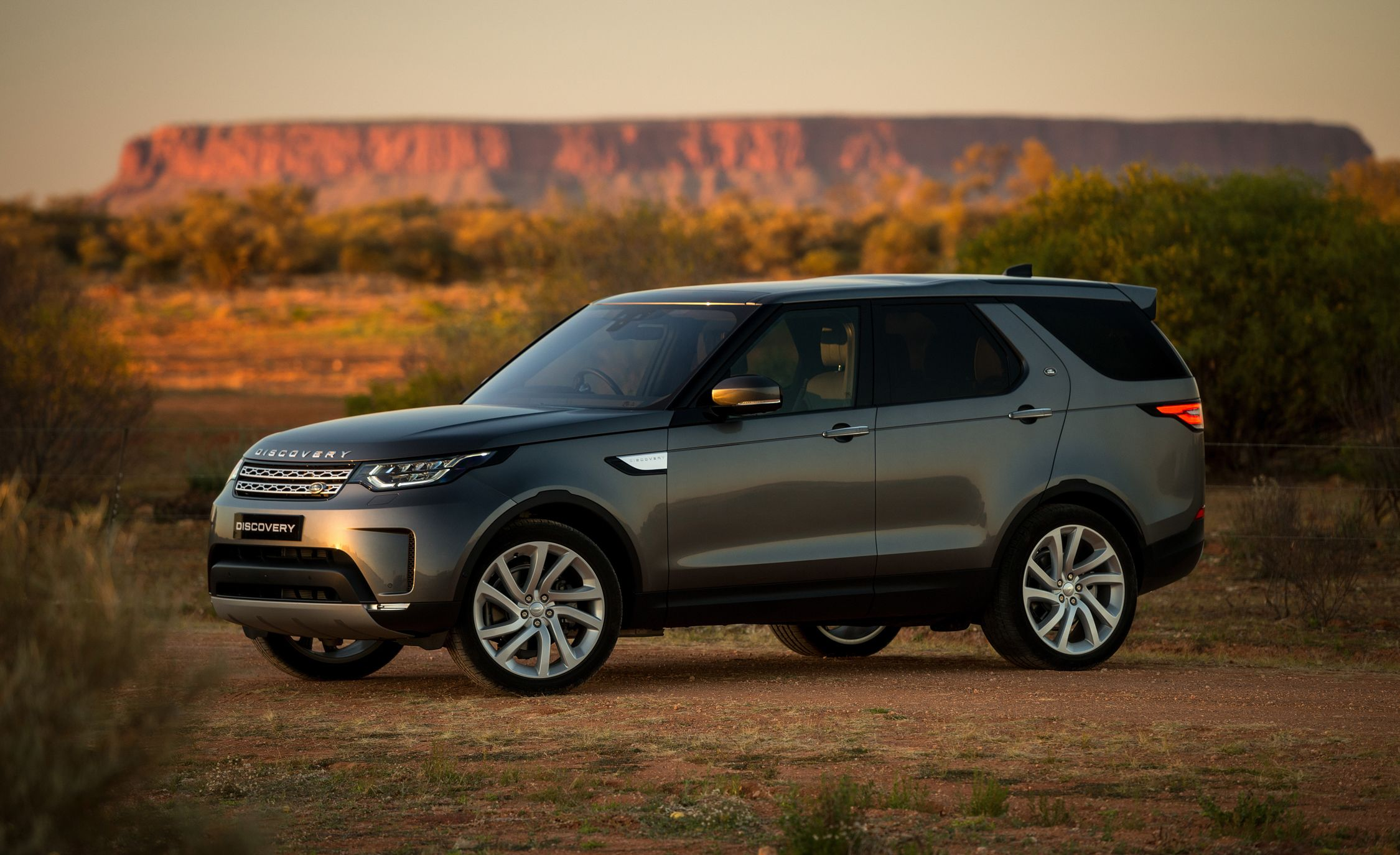 2018 Land Rover Discovery Gallery