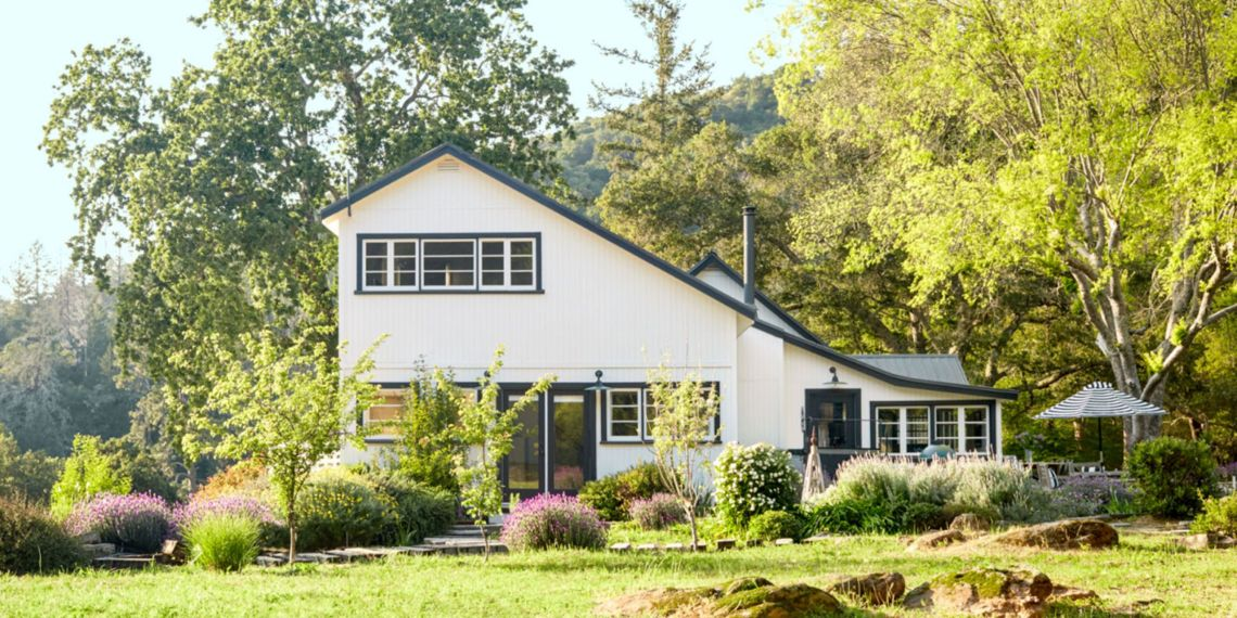 Thanks To A Mix Of Patina Rich Antiques And Of The Moment Catalog Scores This Napa Valley Country Cottage Is The Perfect B D