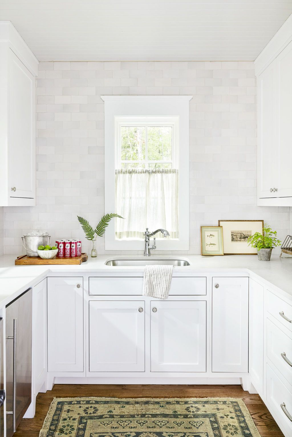 24 Best White Kitchens   Pictures of White Kitchen Design Ideas image