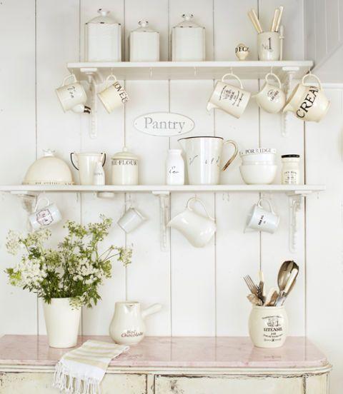 Le mensole sono fondamentali per l'estetica della casa e chi ama lo stile shabby chic lo sa benissimo! Storage Ideas Home Organization And Storage Tips
