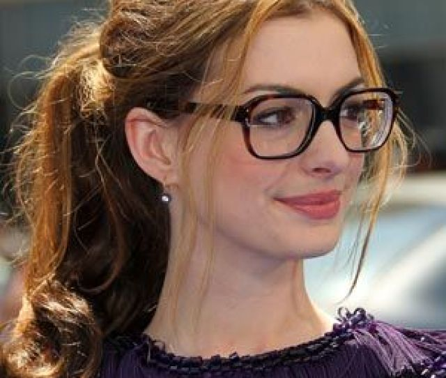 Anne Hathaway Looks Sexy In Glasses