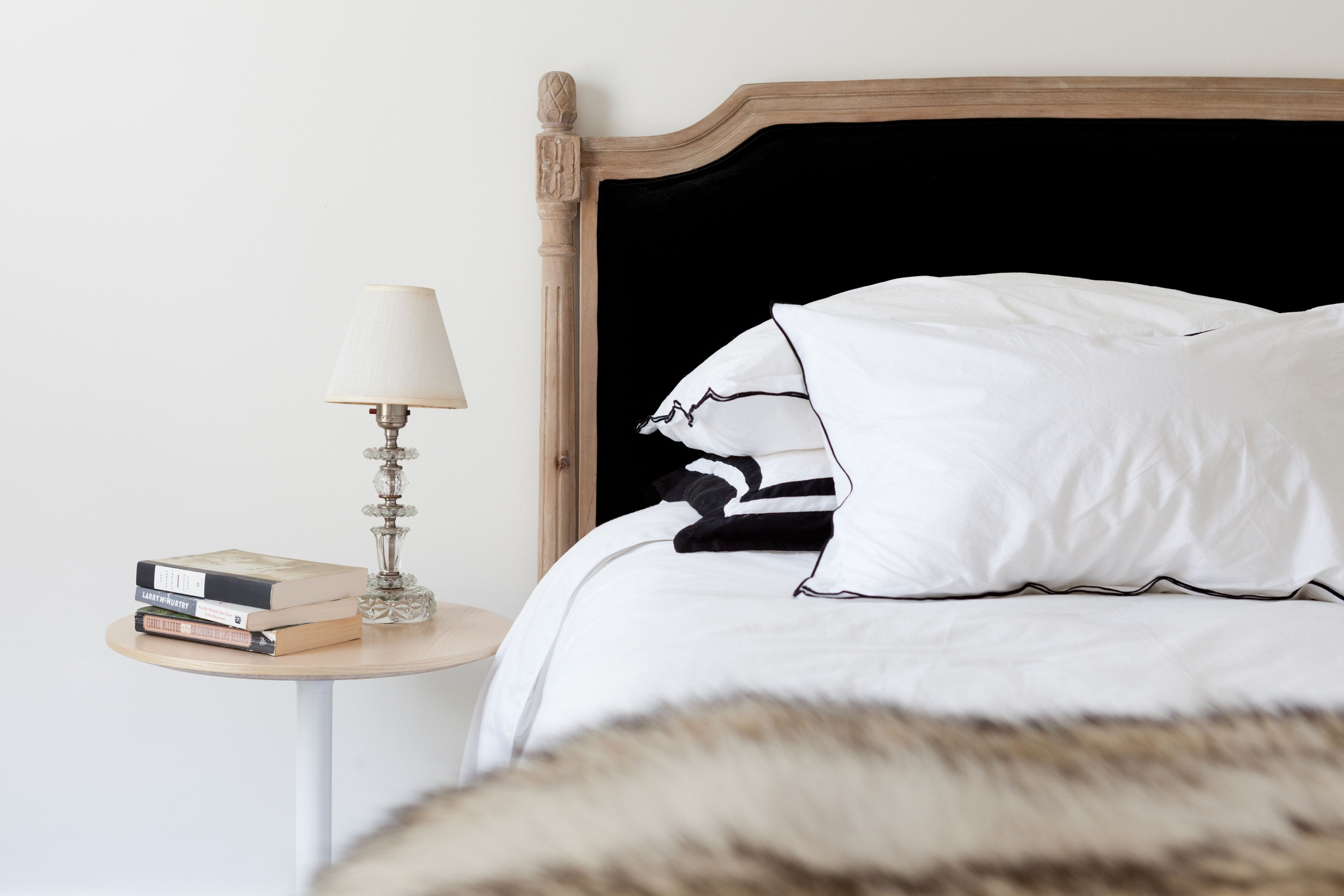 35 Bedside Tables For Your Bedroom S Decor Best Nightstand