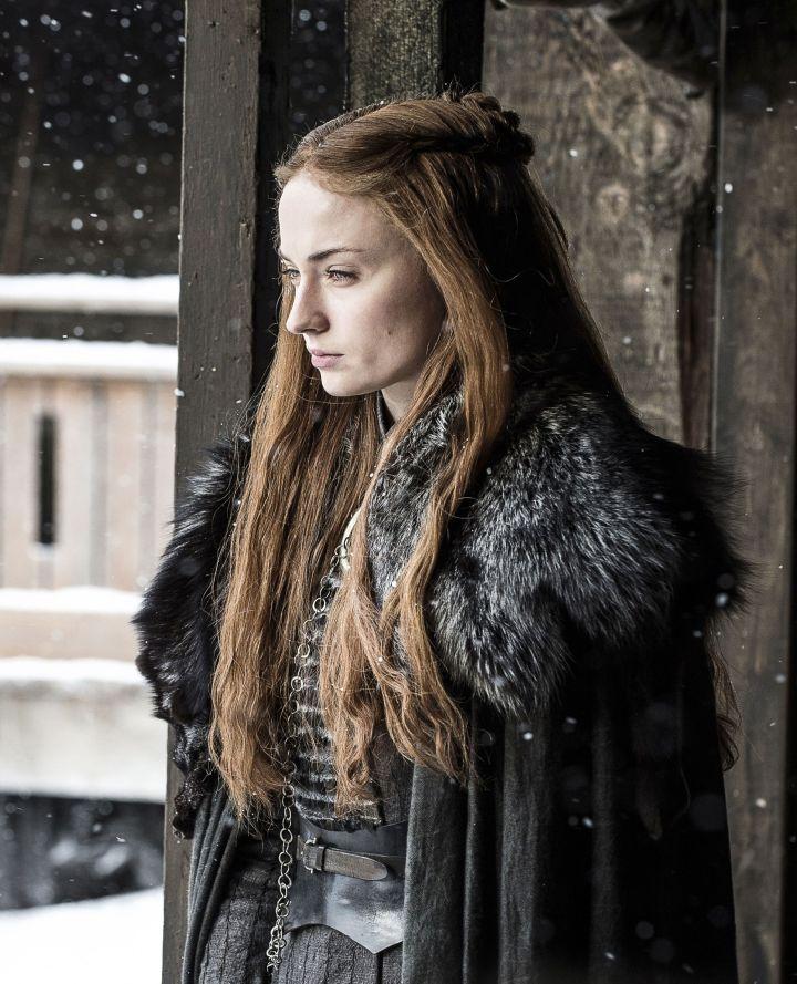 Sansa robe à plastron et coiffure Cersei
