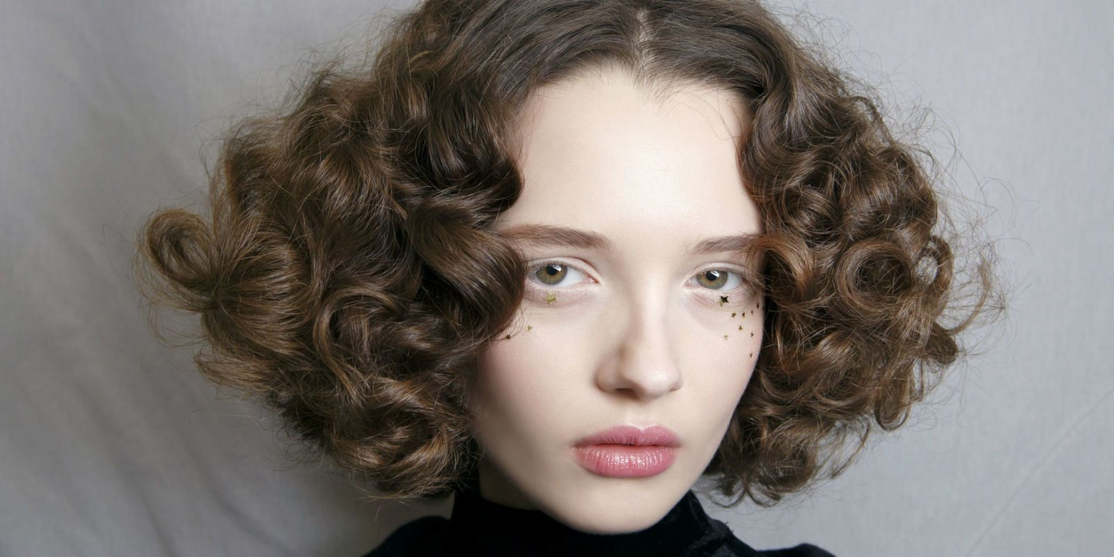 10 Ways To Get Curly Hair Without Heat Hair Straighteners