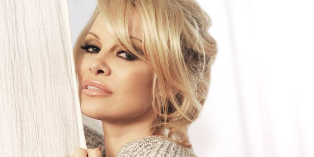 at home with pamela anderson - pamela anderson beauty interview