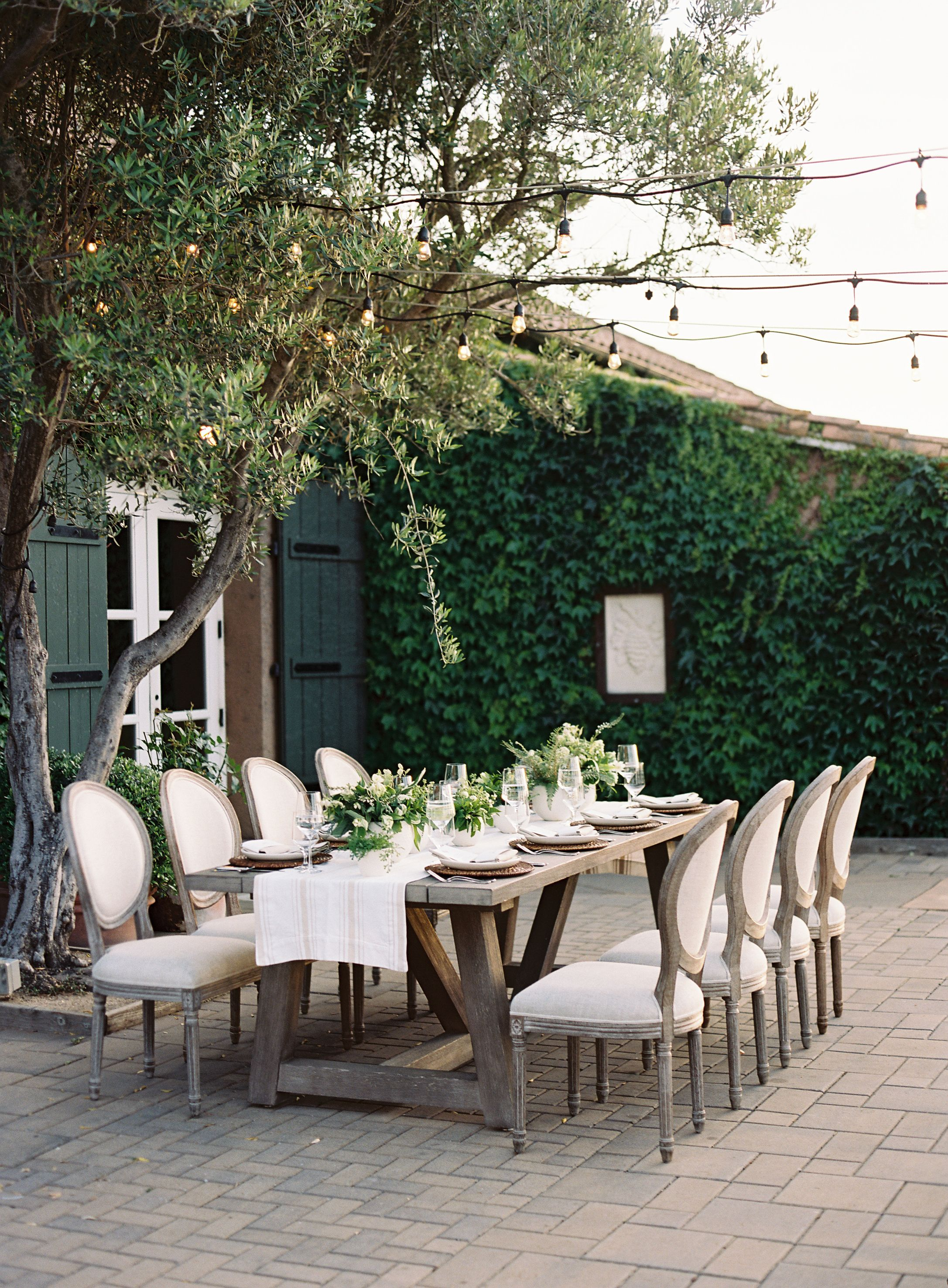 outdoor party elegant summer table decor