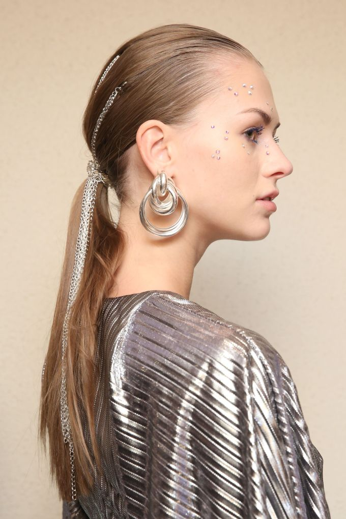 the high ponytail is officially dead - low ponytail trend at