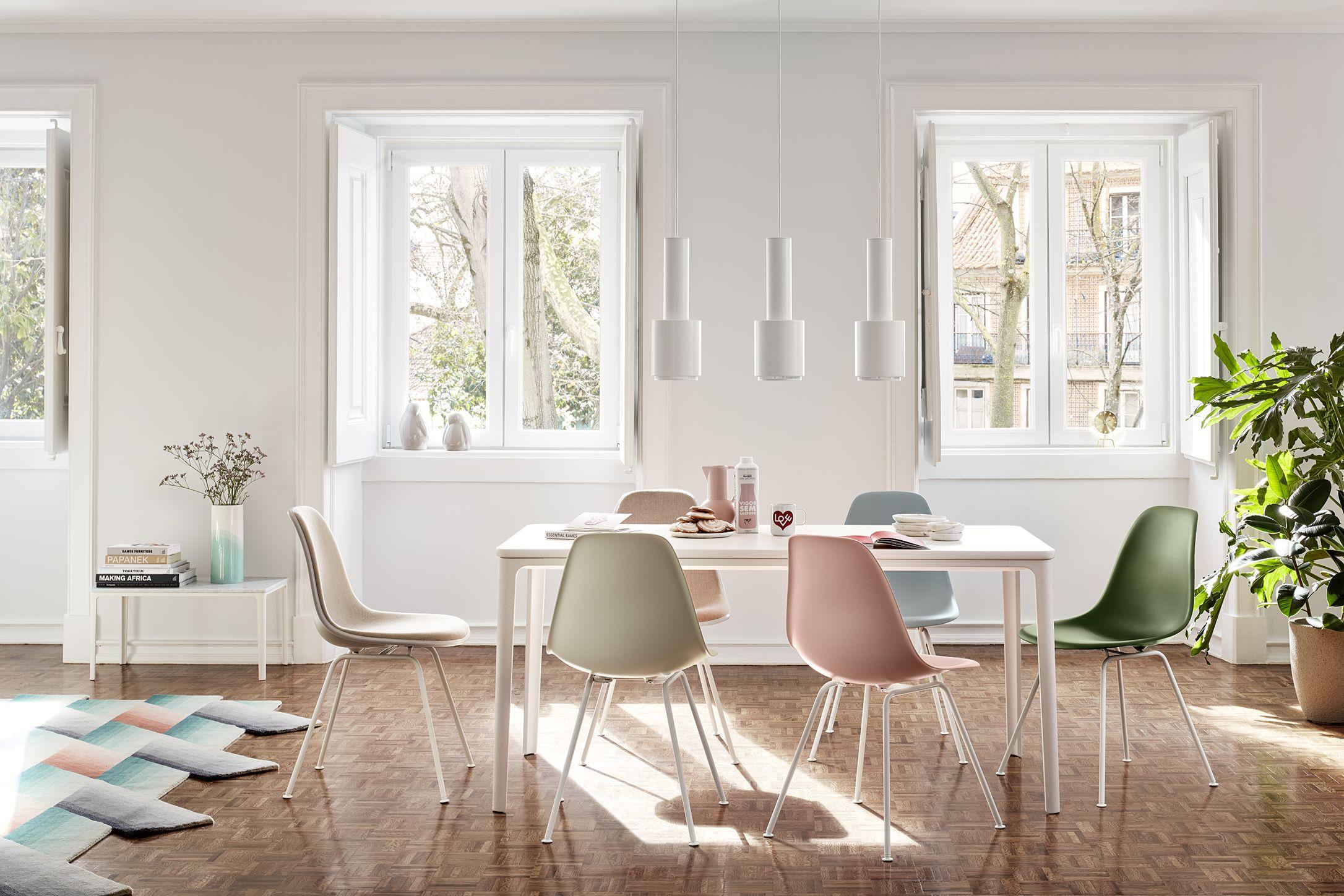 Sedie, sgabelli e tavoli di design in legno. Tredici Sedie Di Design Che Hanno Fatto La Storia