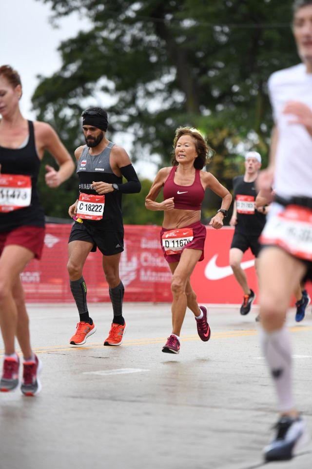 Jeannie Rice runs Chicago Marathon
