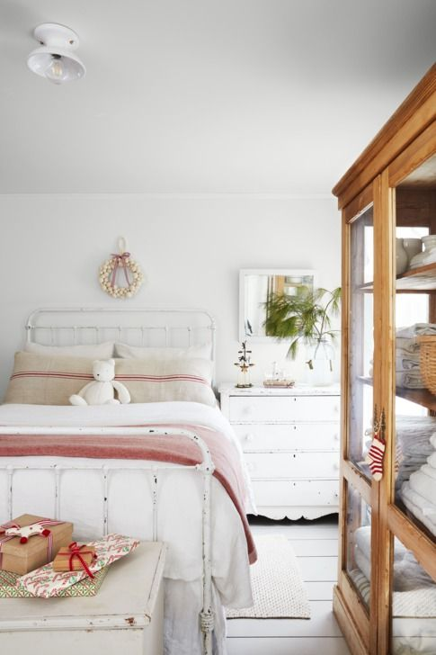 20 decor ideas to try above your bed