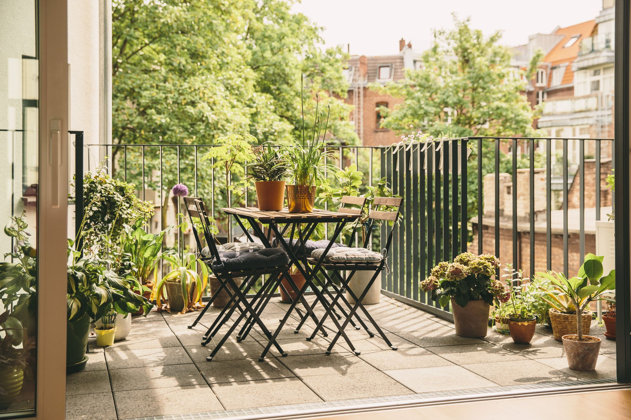 how to decorate a balcony garden