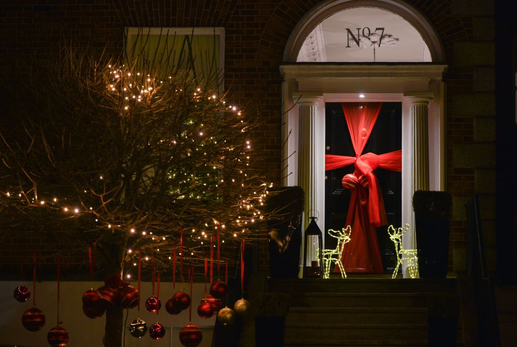 39 Spectacular Outdoor Christmas Decorations Best Holiday Home Decor