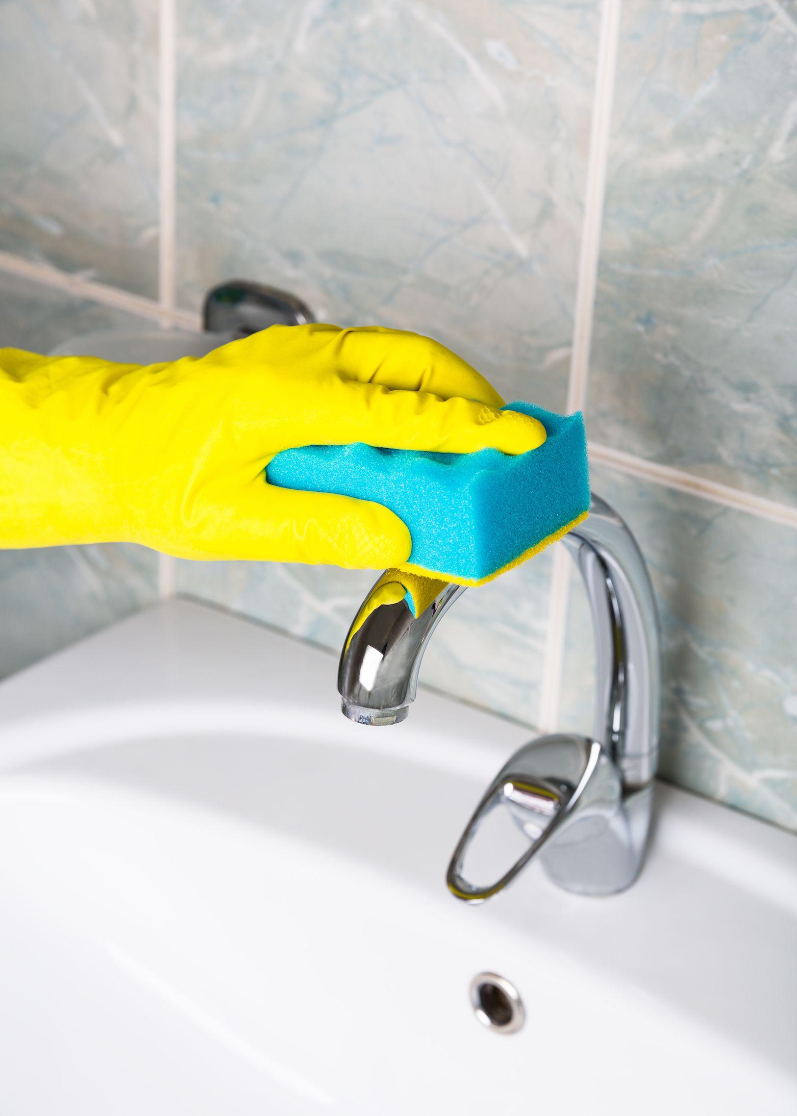 white vinegar in your bathroom