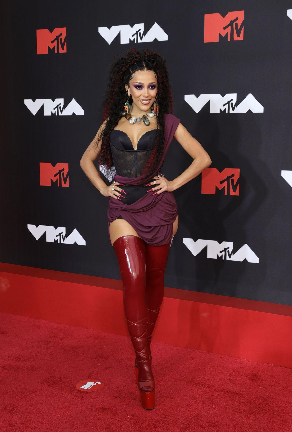 2021 mtv video music awards red carpet doja cat