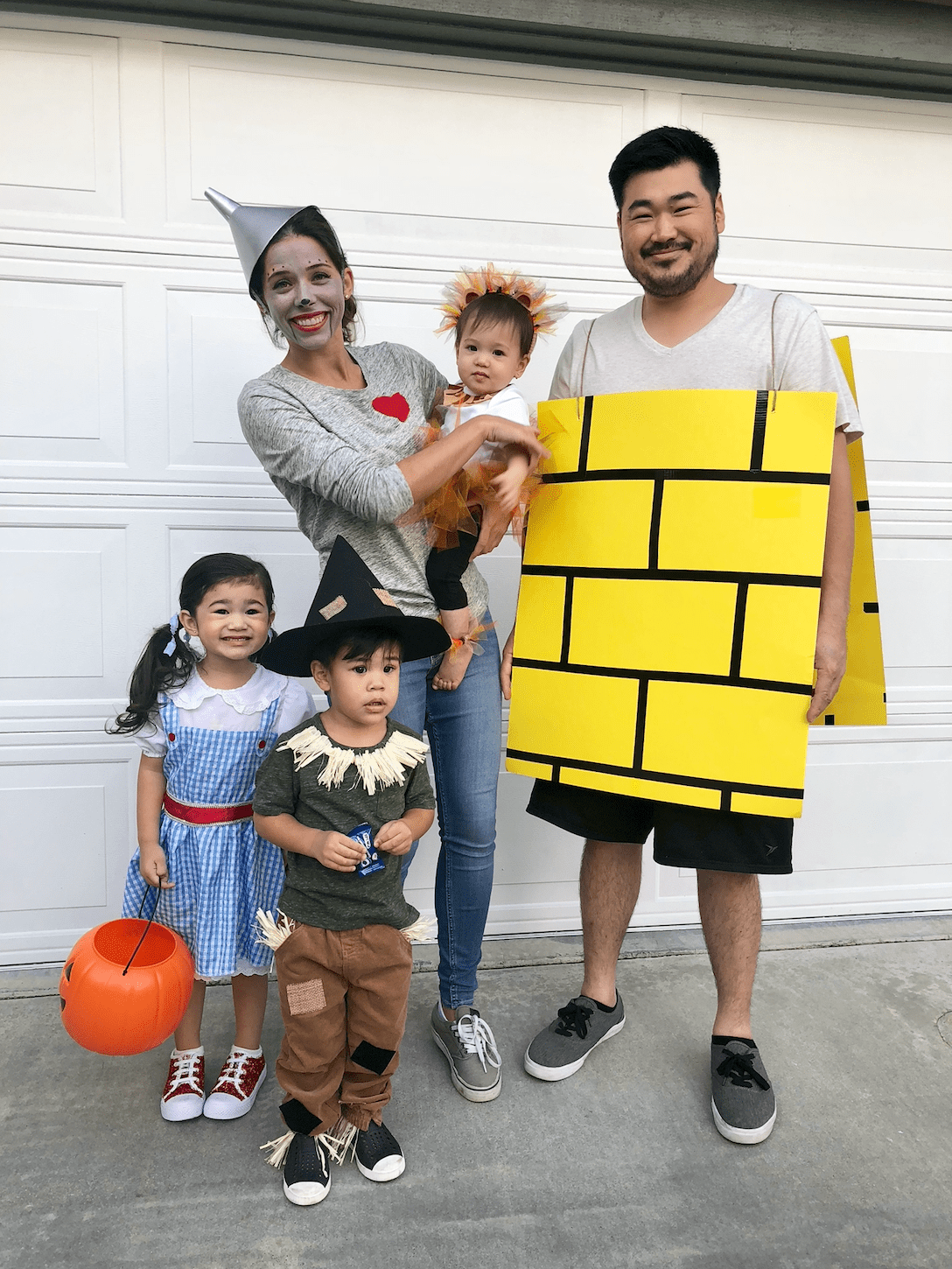 No time to buy a costume? 42 Best Family Halloween Costumes 2021 Creative Group Costume Ideas For Kids And Family