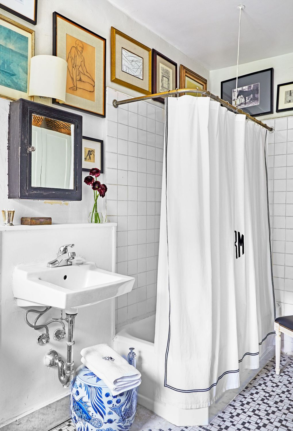 Bathroom, Room, Tile, Interior design, Property, Wall, Floor, Curtain, Bathroom accessory, House,