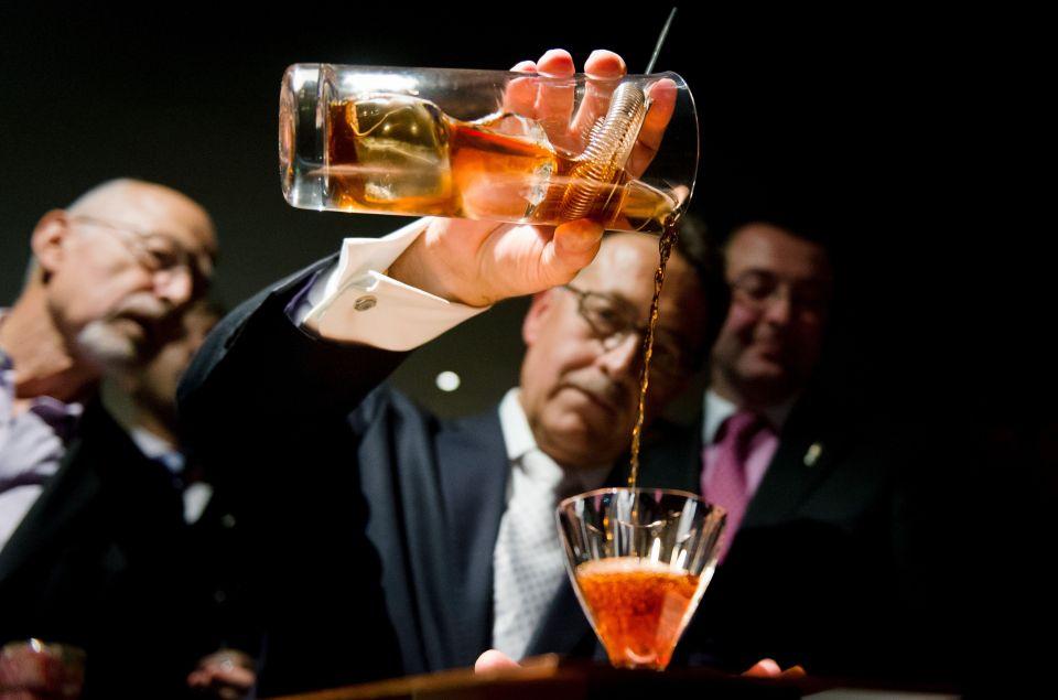 Drink, Alcohol, Alcoholic beverage, Distilled beverage, Liqueur, Bartender, Whisky, Cocktail, Barware, Classic cocktail,