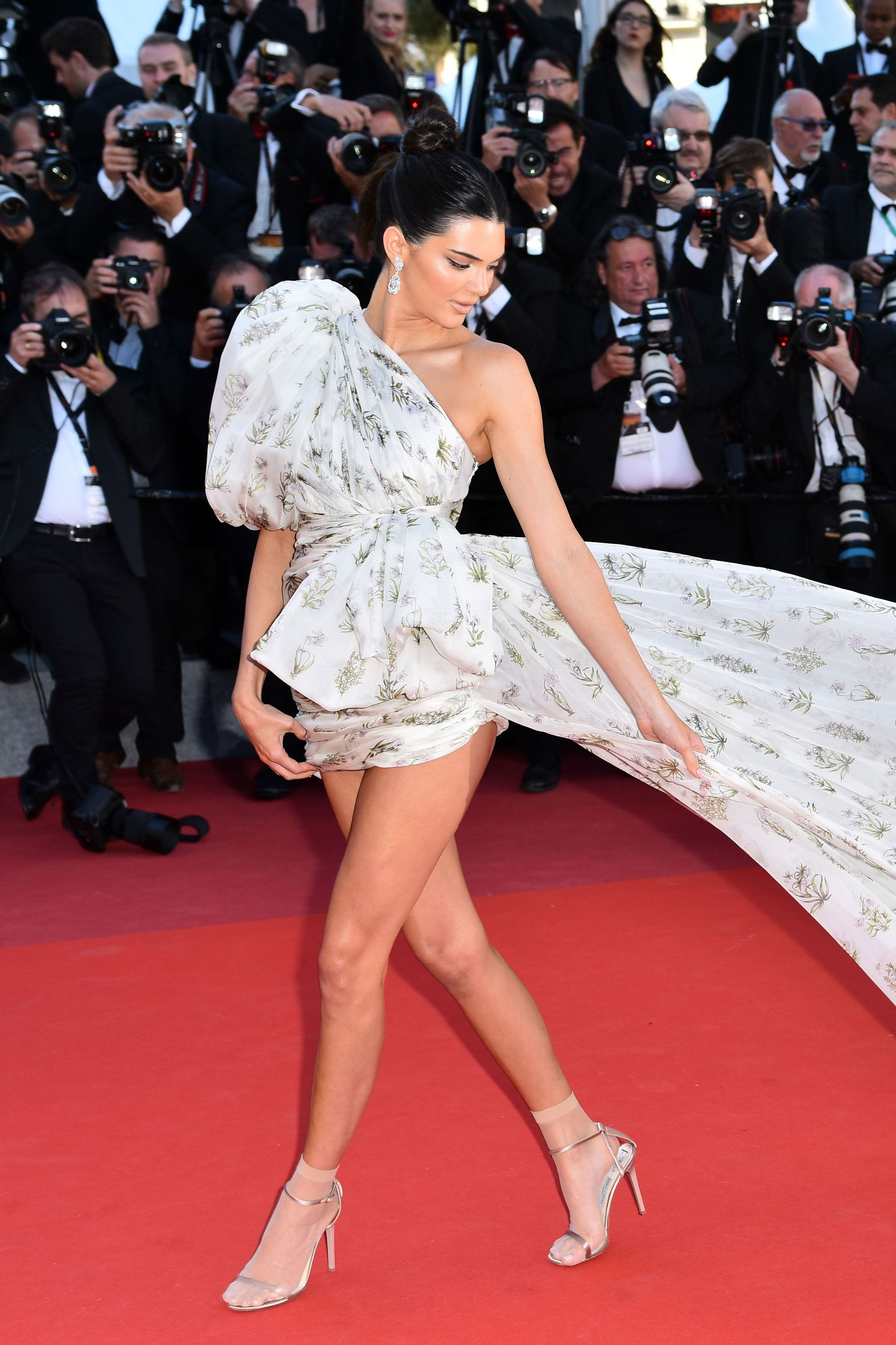 Naked Is In Fashion Nakedest Looks From The 2017 Cannes Film Festival - Information -3519