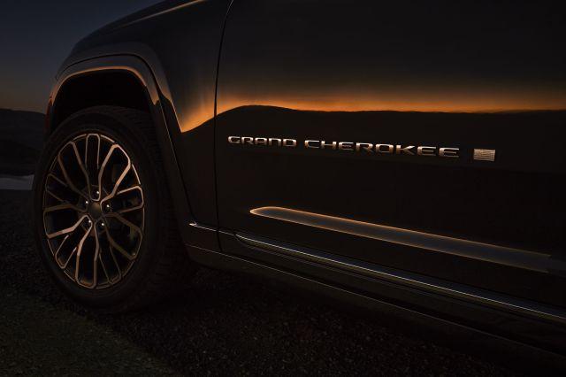 all new 2021 jeep® grand cherokee l summit reserveexterior grand cherokee badge
