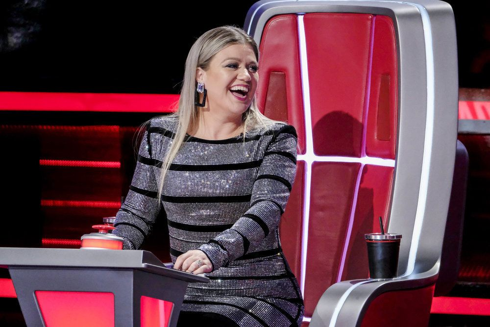 The Voice Coach Kelly Clarkson Wore The Best Outfits During The Battle Rounds