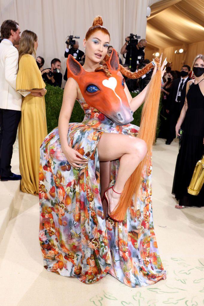 2021 u takua me gala duke festuar në Amerikë një leksik të arritjeve të modës në qilimin e kuq Kim Petras