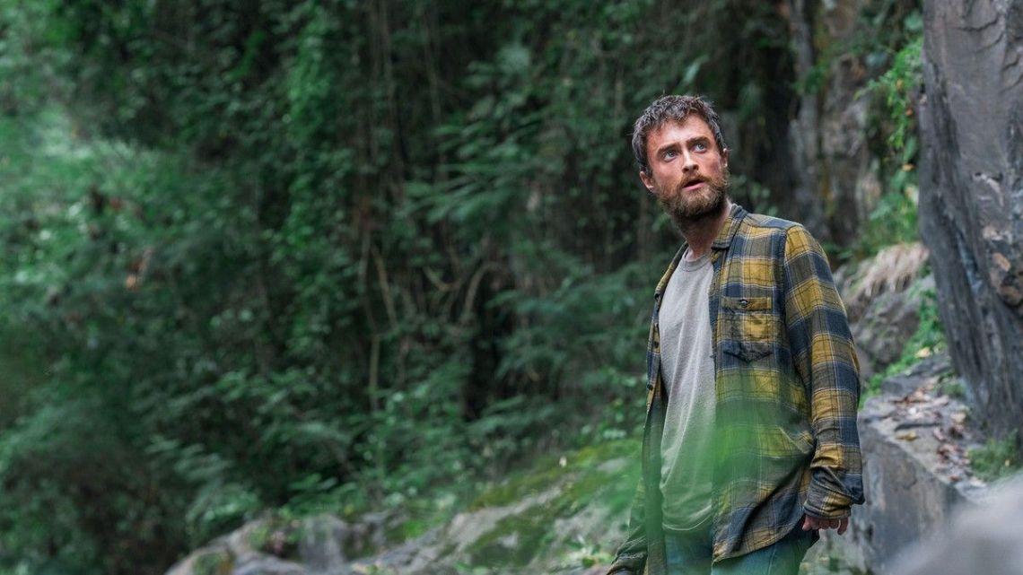 daniel radcliffe está perdido en un bosque en la película la jungla