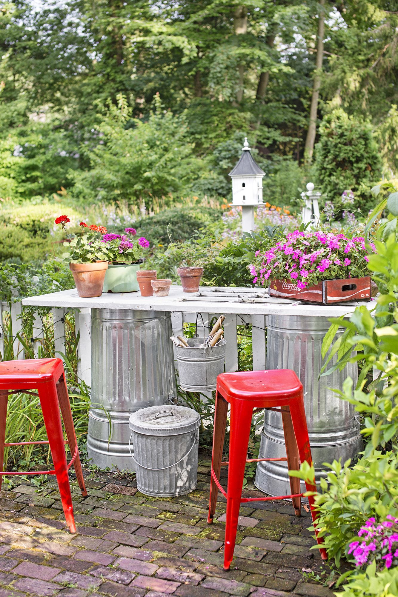 85 Best Backyard Ideas - Easy DIY Backyard Design Tips on Diy Back Garden Ideas  id=90288