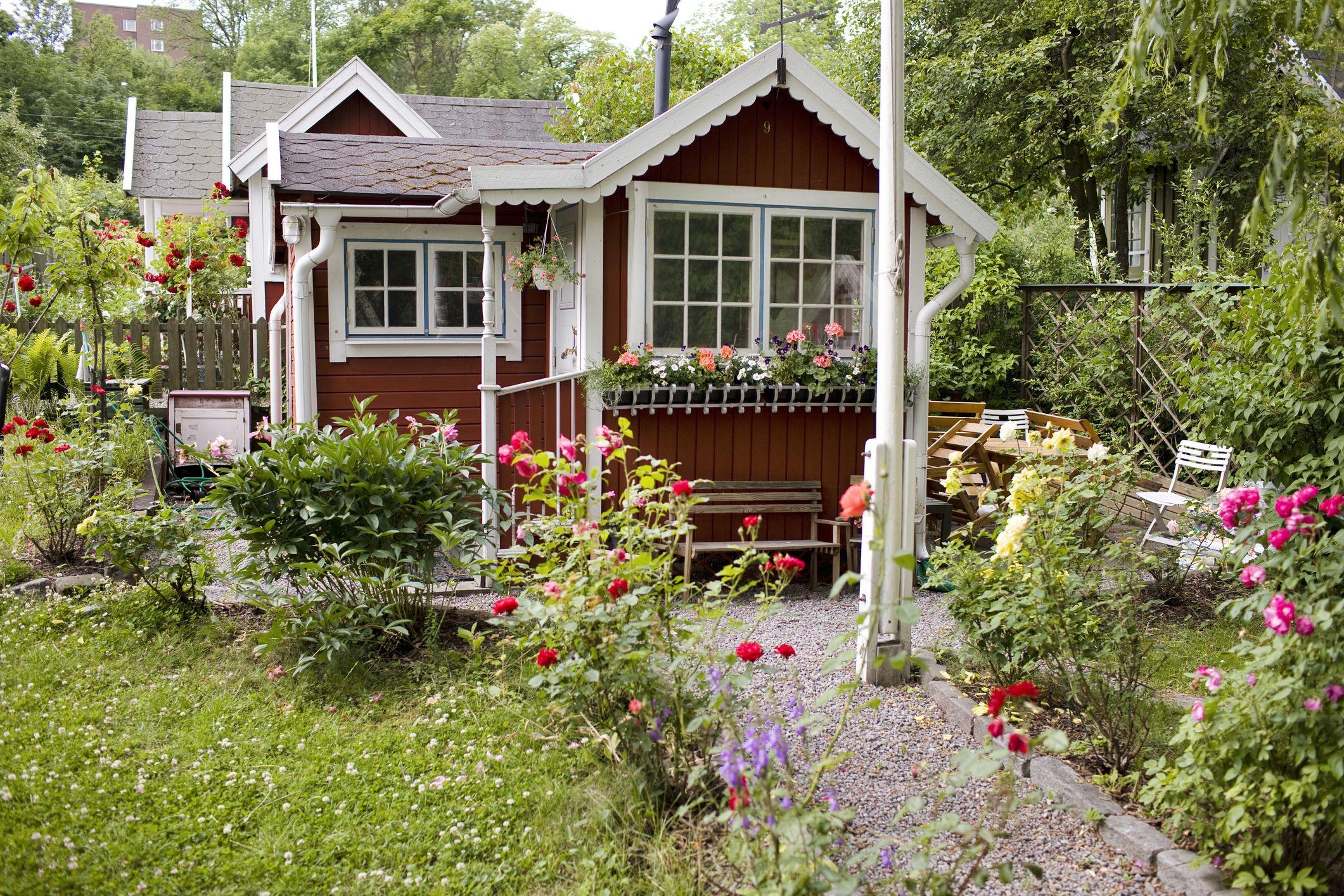 28 Small Backyard Ideas - Beautiful Landscaping Designs ... on Cute Small Backyard Ideas id=52610