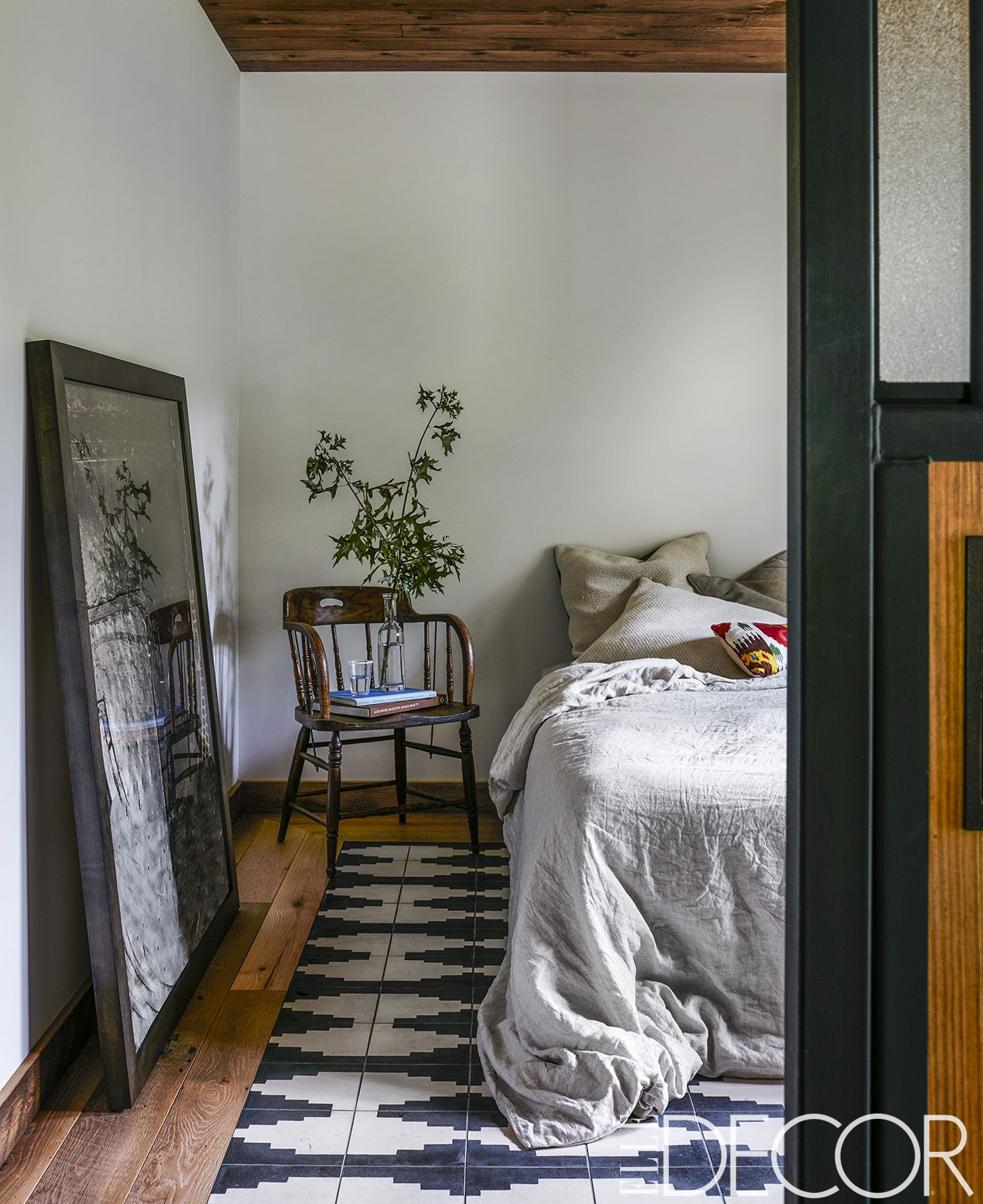 25 Minimalist Bedroom Decor Ideas - Modern Designs for ... on Bedroom Design Minimalist  id=93003