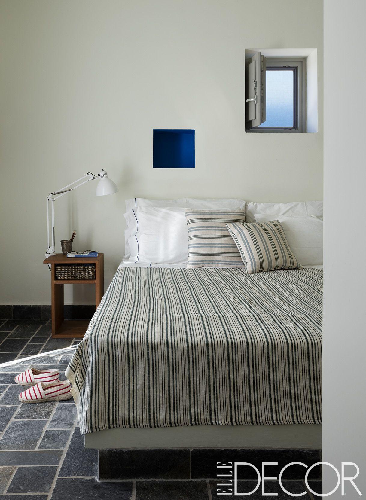25 Minimalist Bedroom Decor Ideas - Modern Designs for ... on Minimalist Modern Simple Bedroom Design  id=49252
