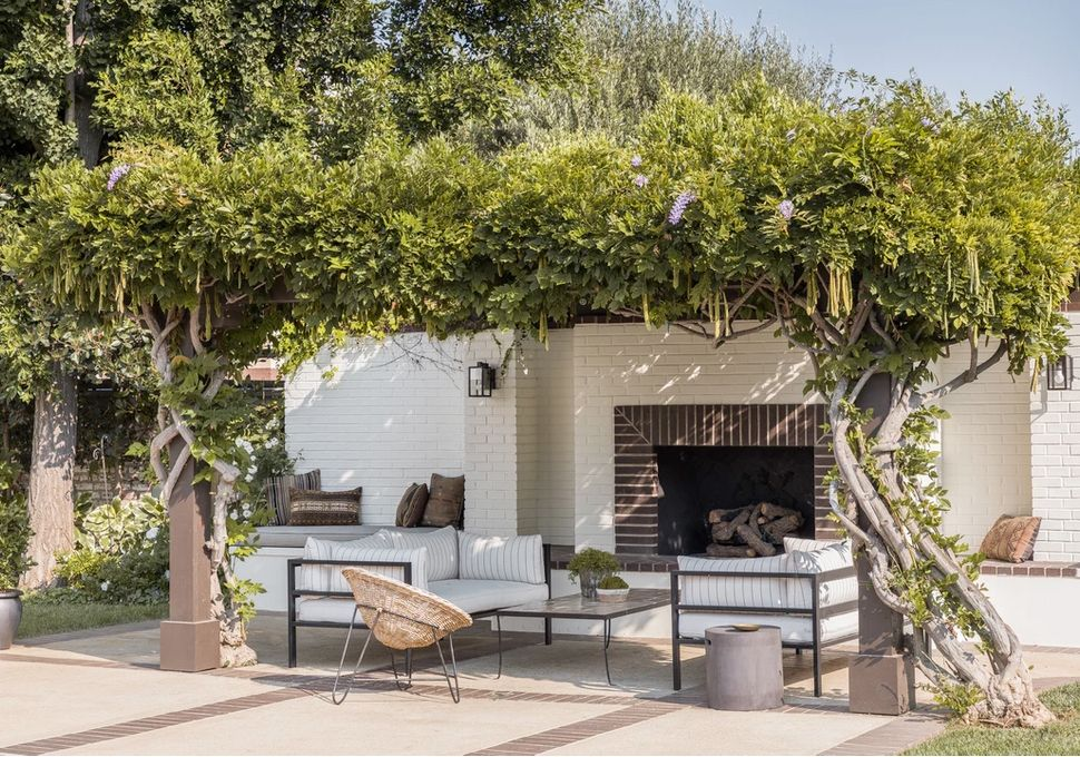 https www housebeautiful com room decorating outdoor ideas g30679369 outdoor backyard lighting ideas
