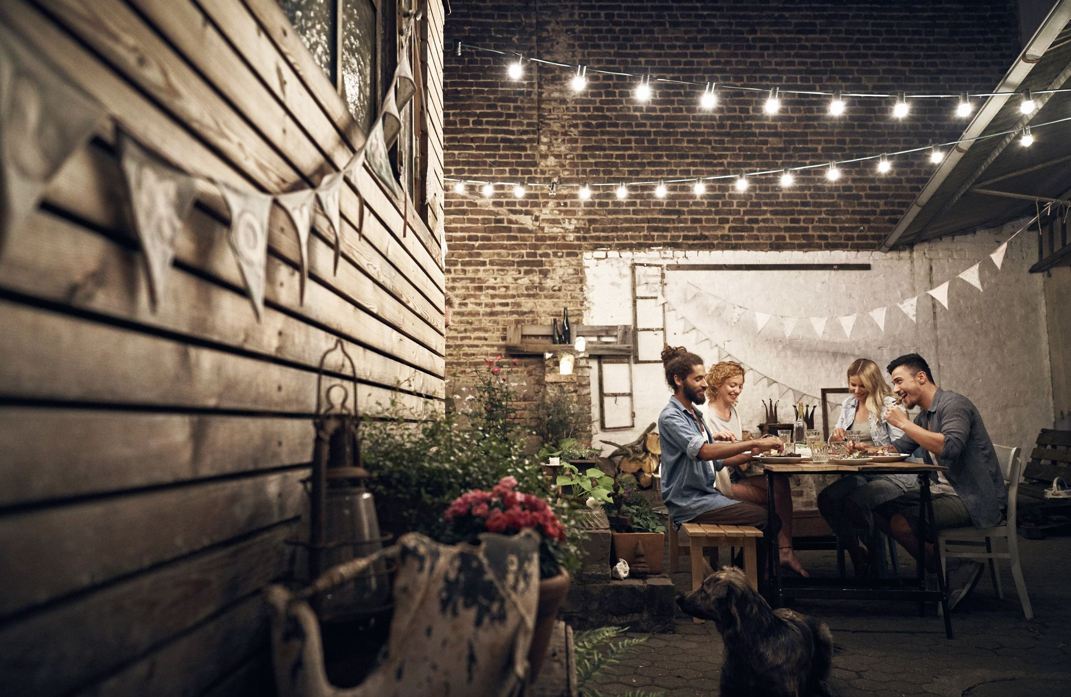 make your backyard magical with these gorgeous outdoor lighting ideas
