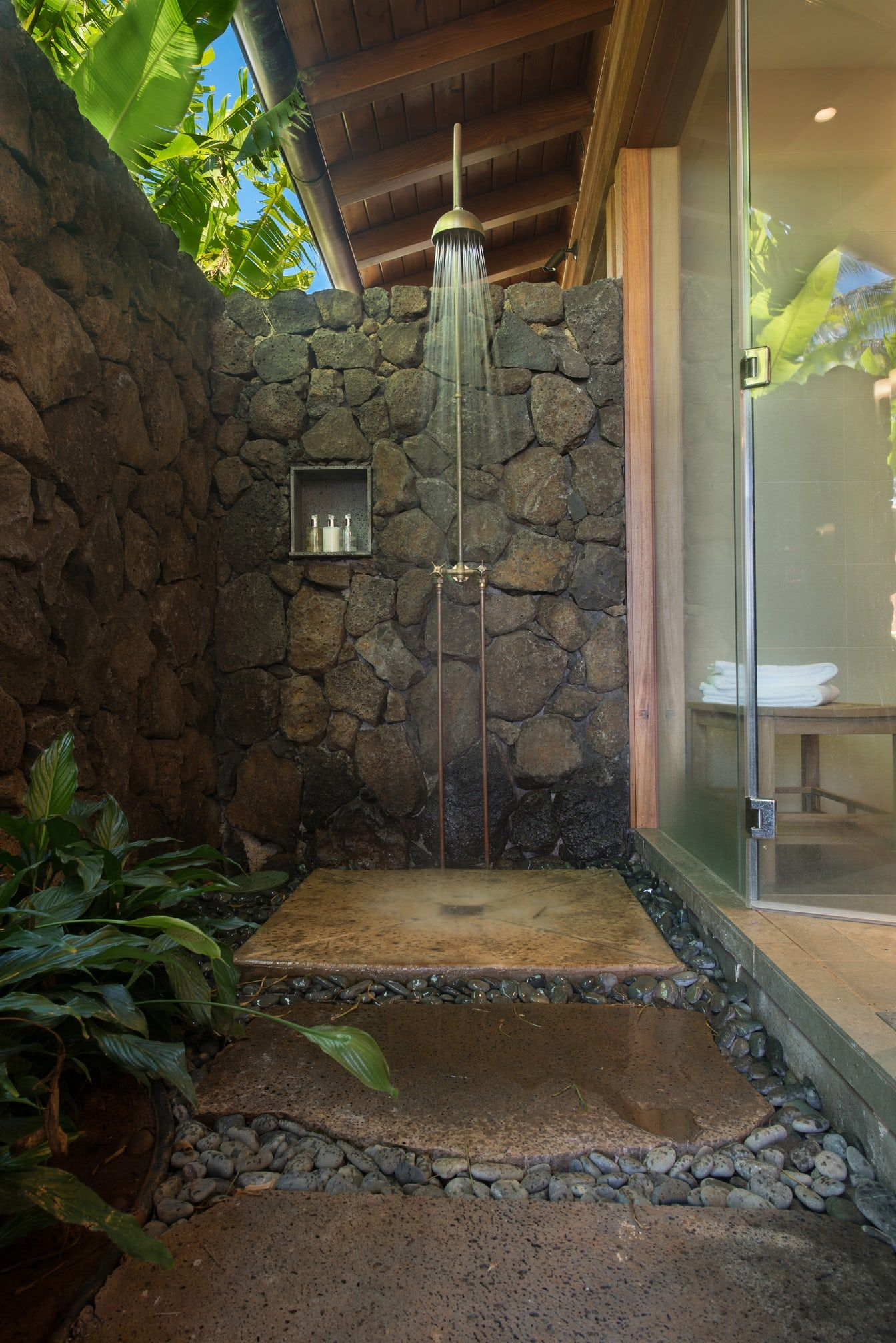 17 Outdoor Shower Design Ideas Chic Enclosures For Outdoor Showers