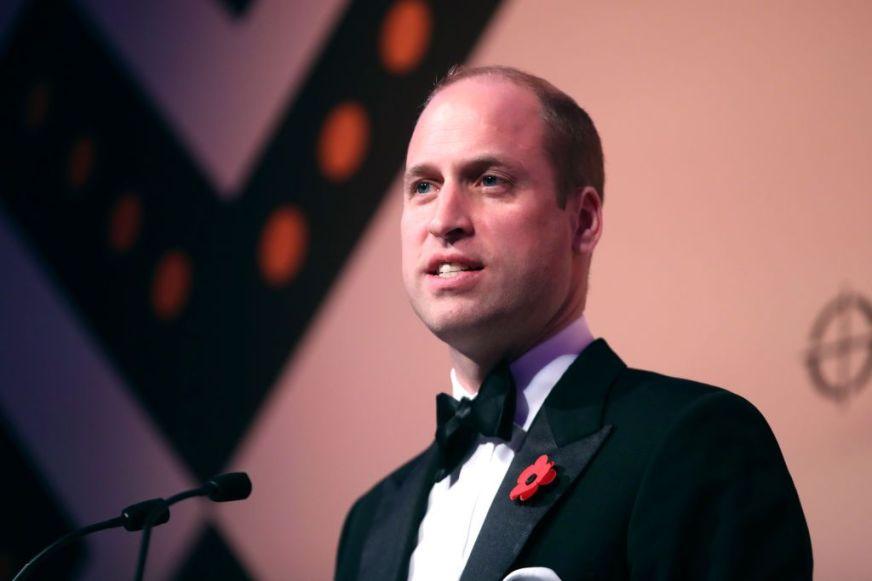 Prins William roept het Britse volk op elkaar te steunen ...