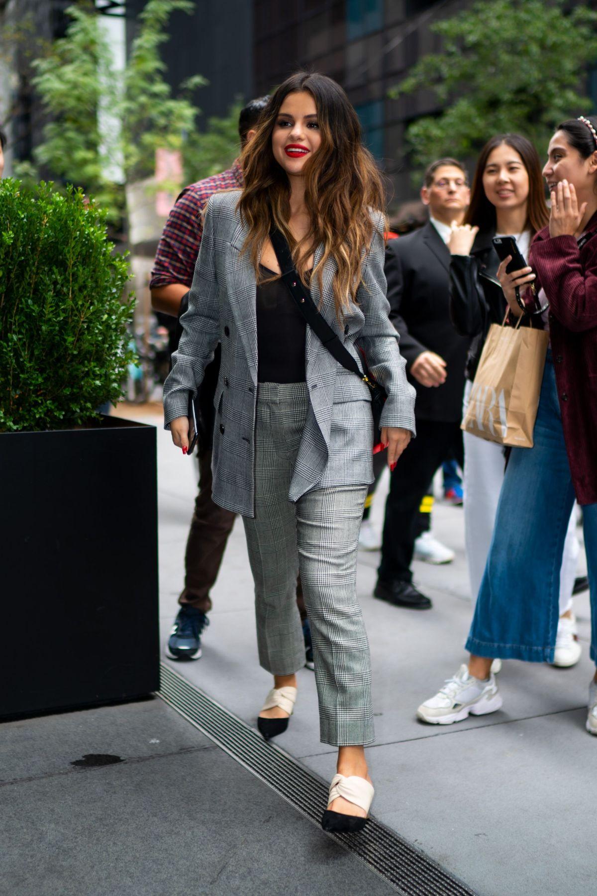 Selena Gomez Got a 2020 Version of 'The Rachel' Haircut