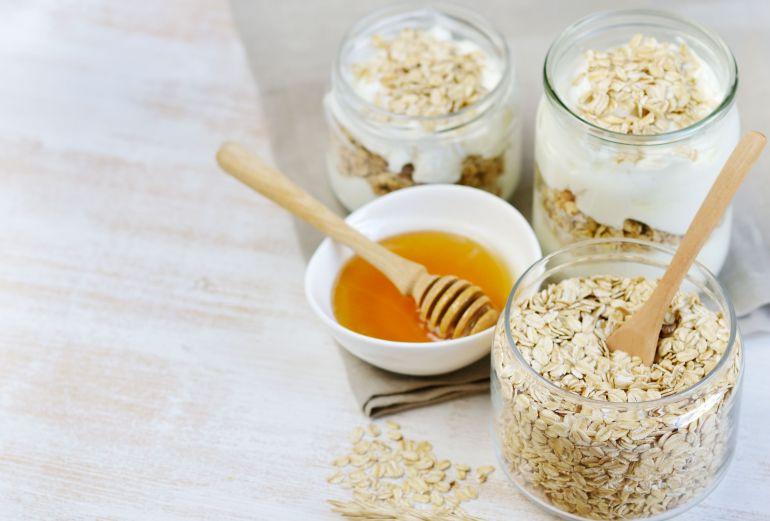 Vitamin Healthy Breakfast Yogurt with Oat Flakes