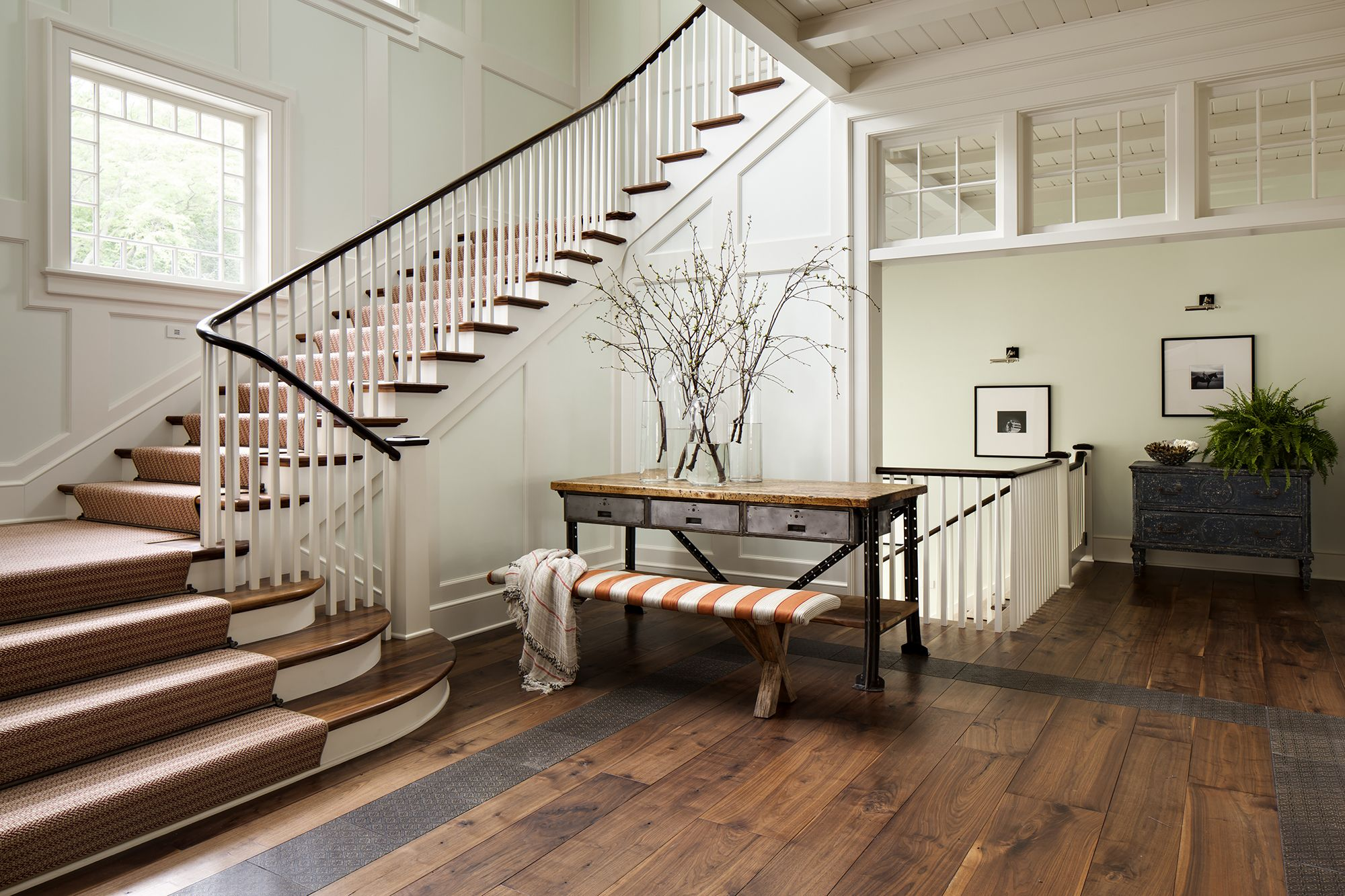 27 Stylish Staircase Decorating Ideas