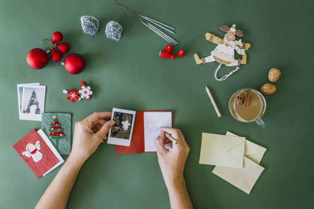 What to Write in a Christmas Card - 23 Best Christmas Card Messages